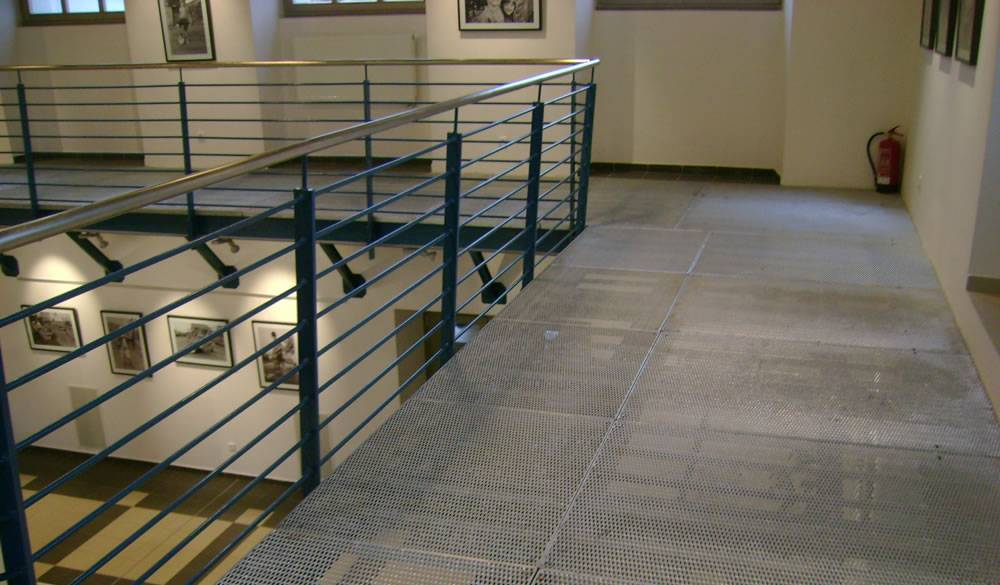 Raised expanded metal meshes with diamond holes as flooring are installed walkways.