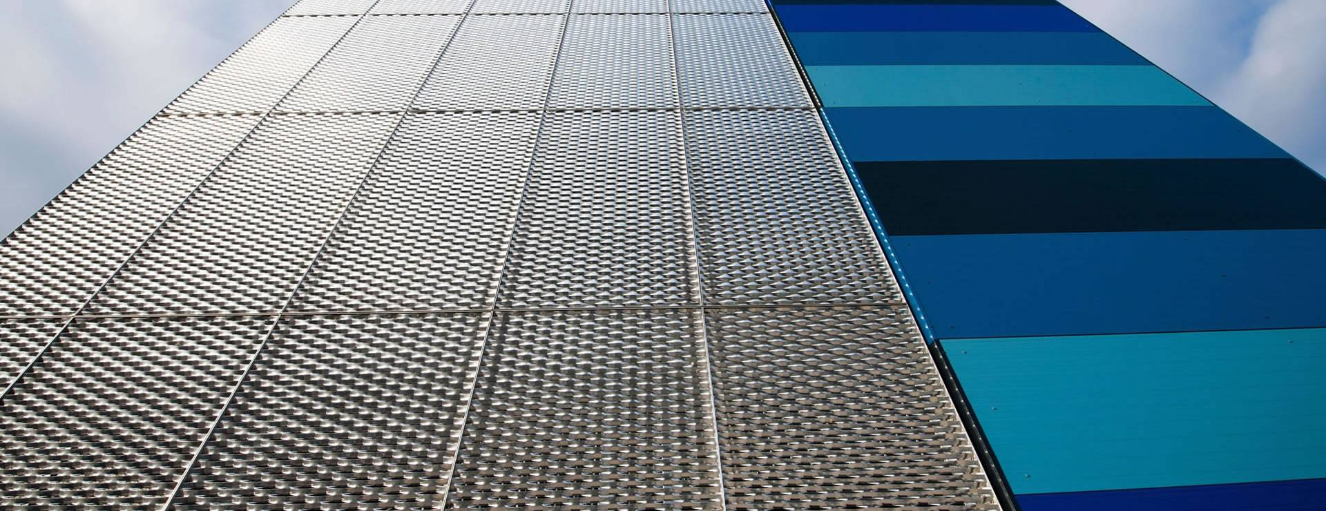 Raised expanded metal meshes with diamond holes are installed on the facades.